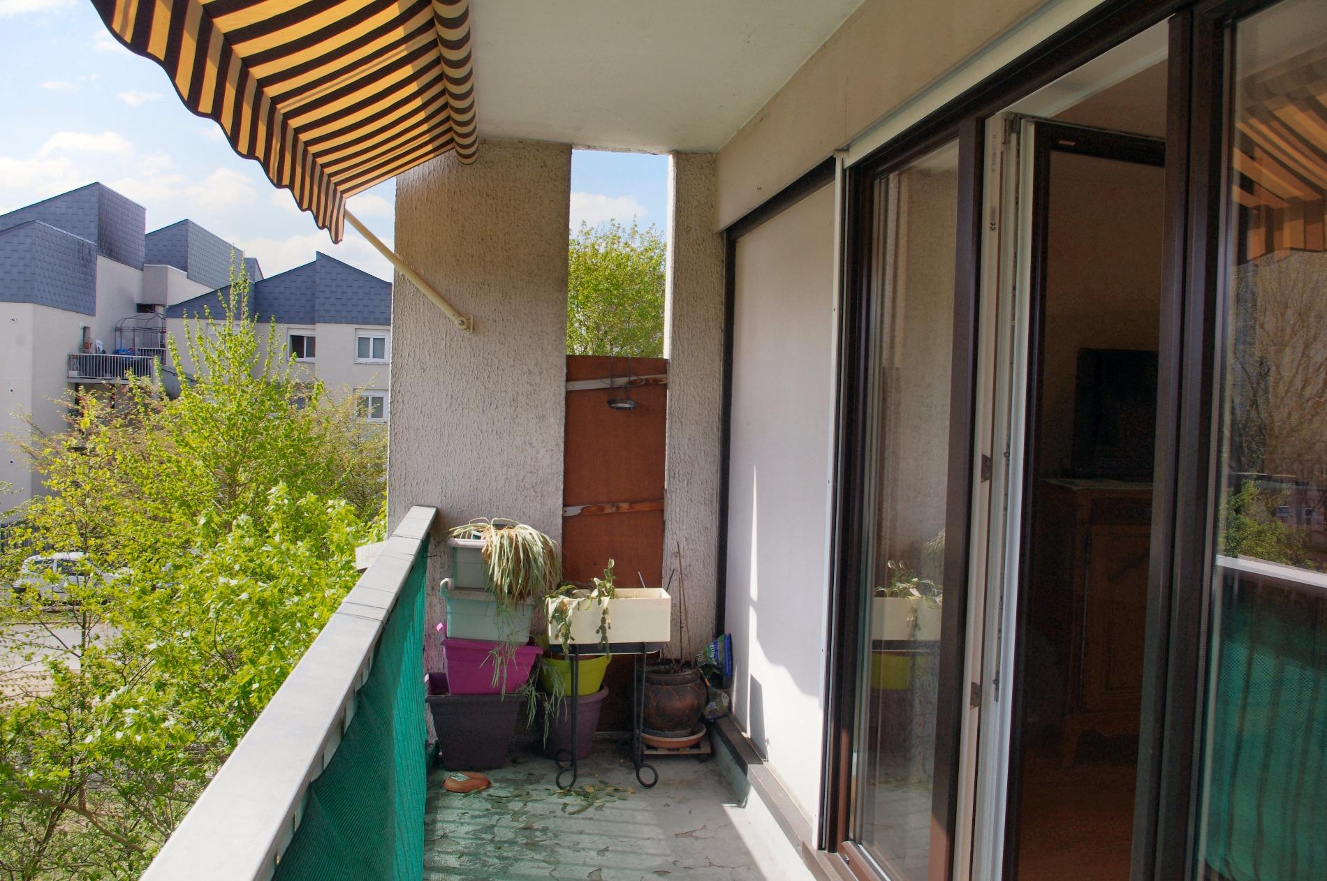 Vente appartement de 70 m2 taverny for Location garage gex
